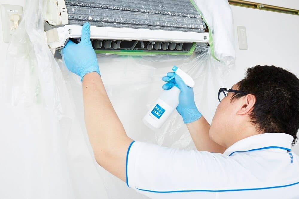 エアコンの防カビ・抗菌コート風景
