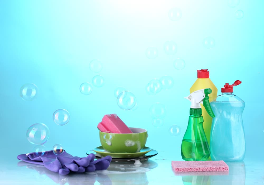 掃除に使う洗剤やスポンジ