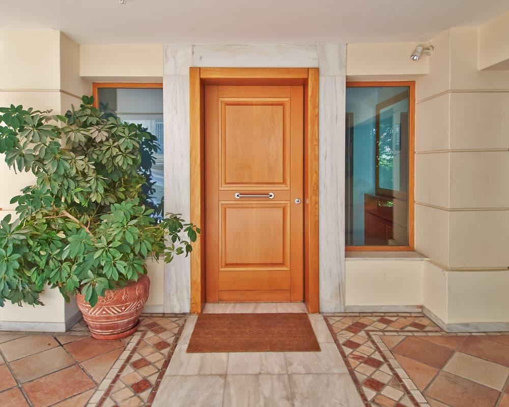 木材で作られた玄関ドア