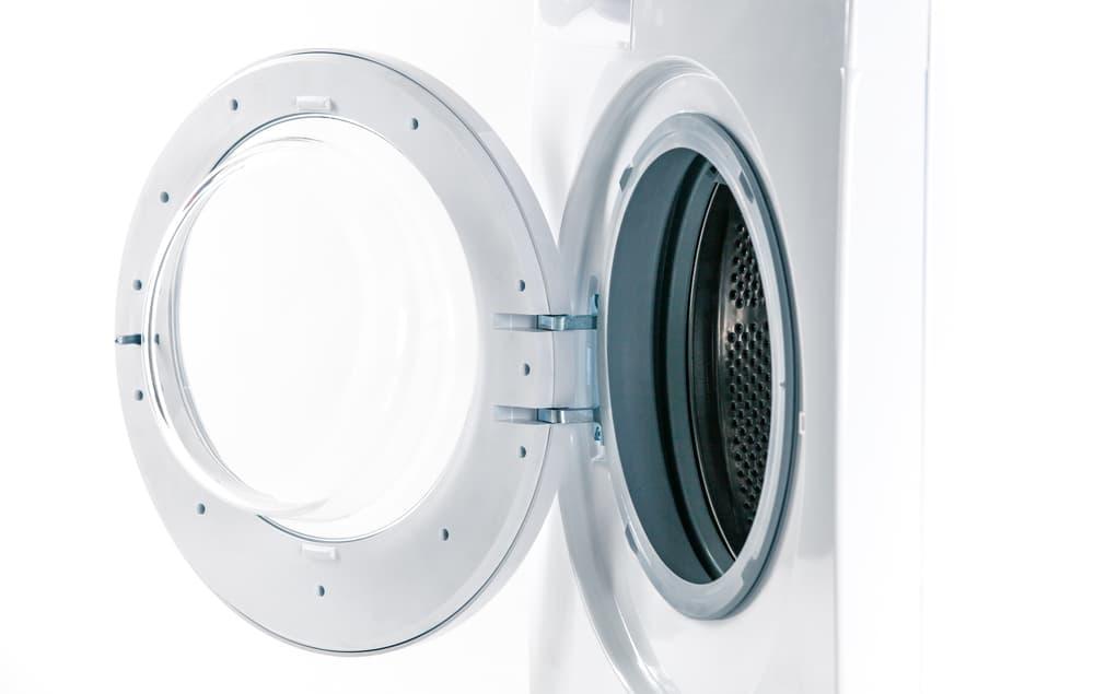 :洗濯機の開いたドア