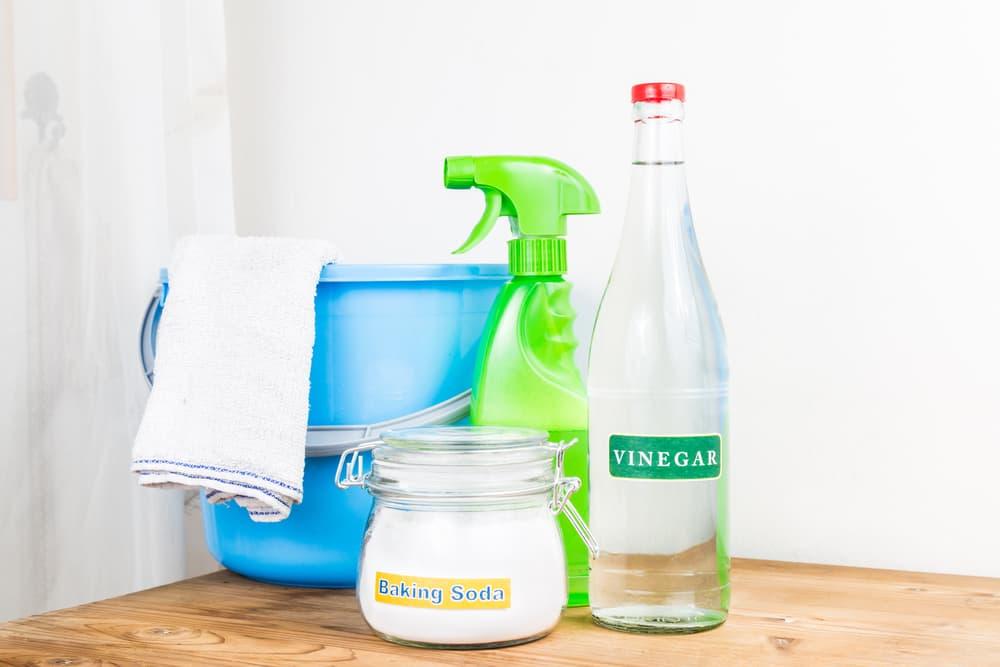酢や重曹などお掃除に使う道具