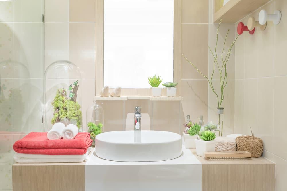 綺麗な鏡のある洗面所