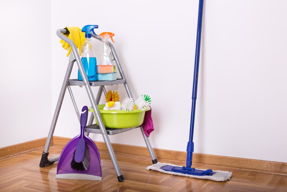 壁と掃除道具