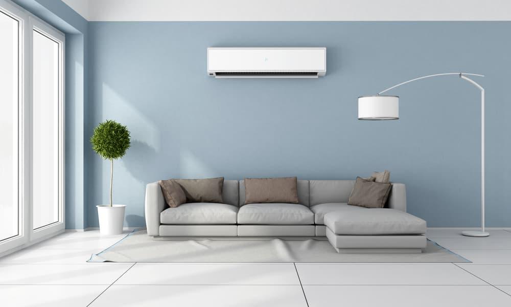 広くて綺麗なお部屋にエアコンが設置されている