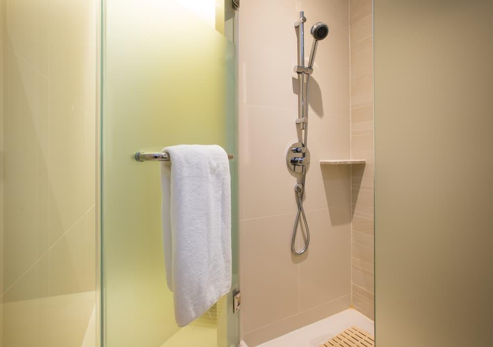 浴室のきれいなドア