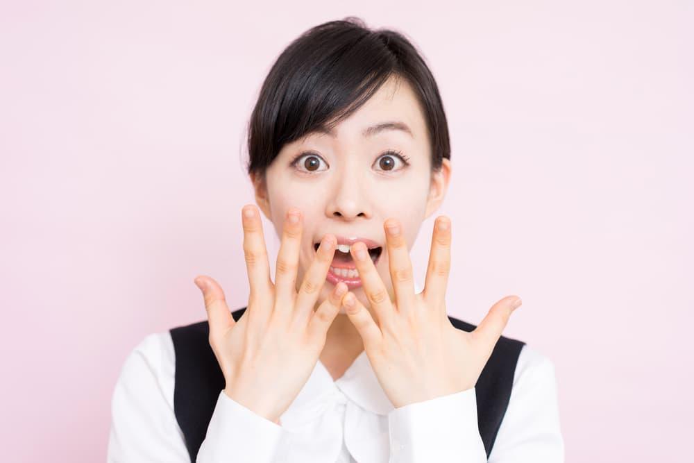 驚いている日本人女性