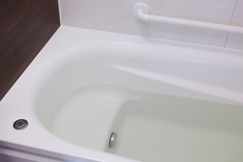 お湯の張ってある浴槽