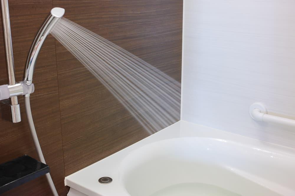 シャワーを出しっぱなしにしている