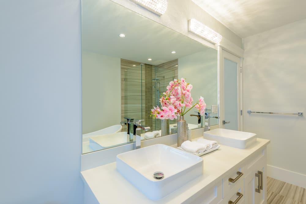 白を基調としたキレイな洗面所