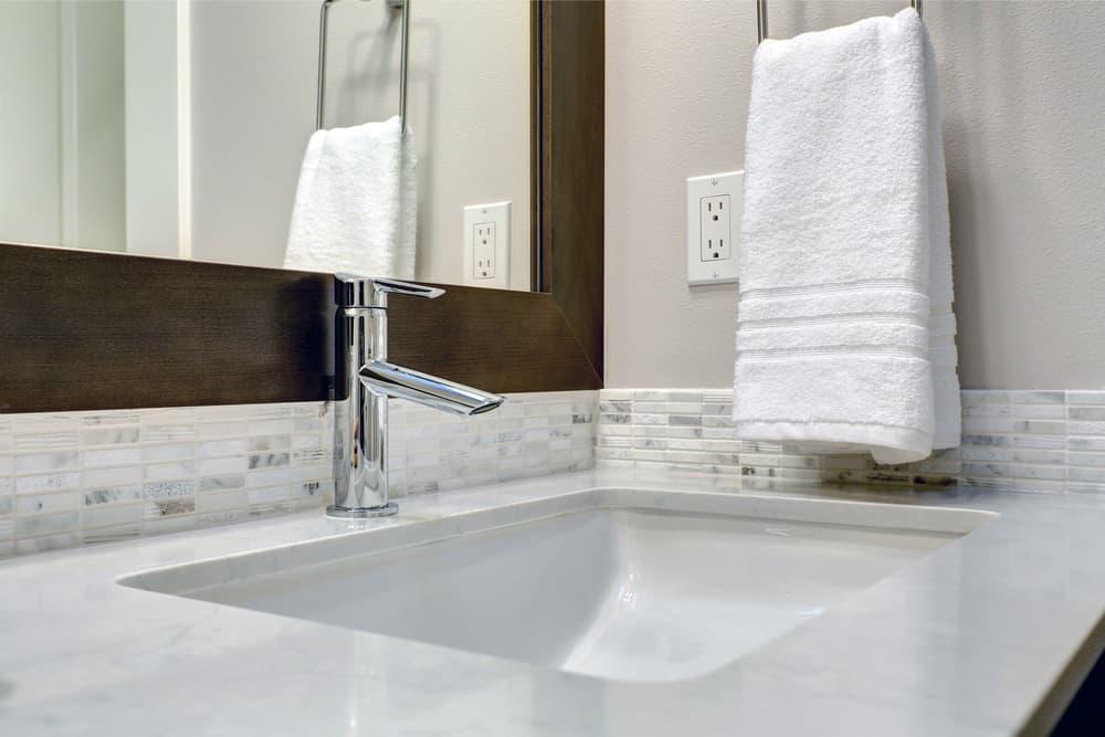 白を基調とした清潔な洗面所