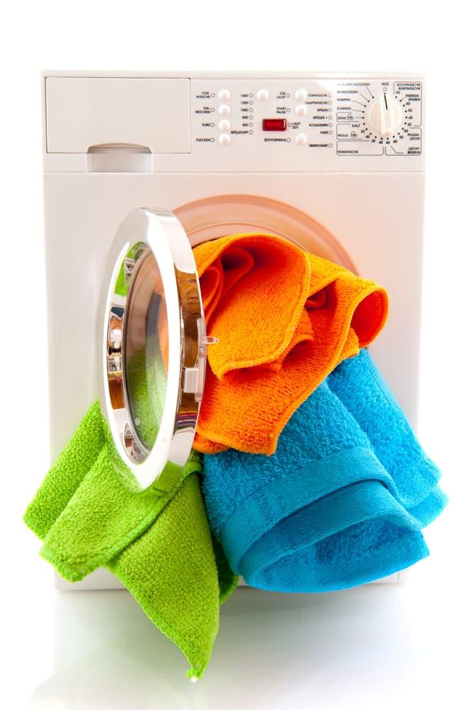乾燥機から布があふれている