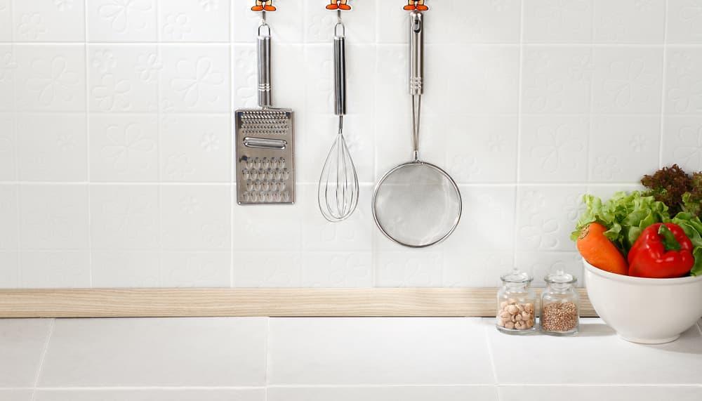 きれいなキッチンのタイル壁