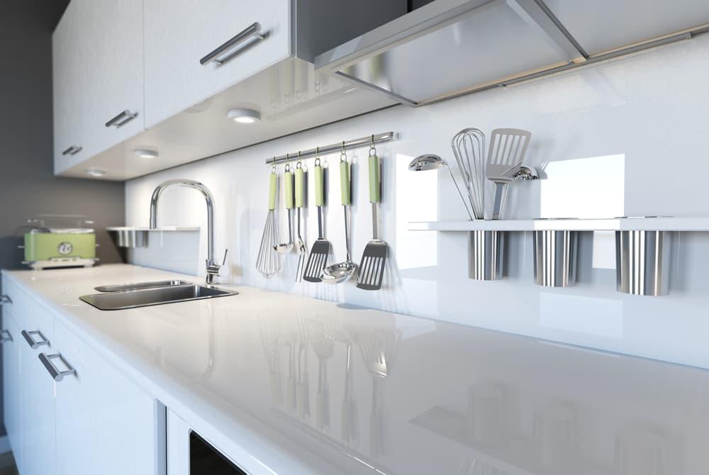 白を基調としたキレイなキッチン