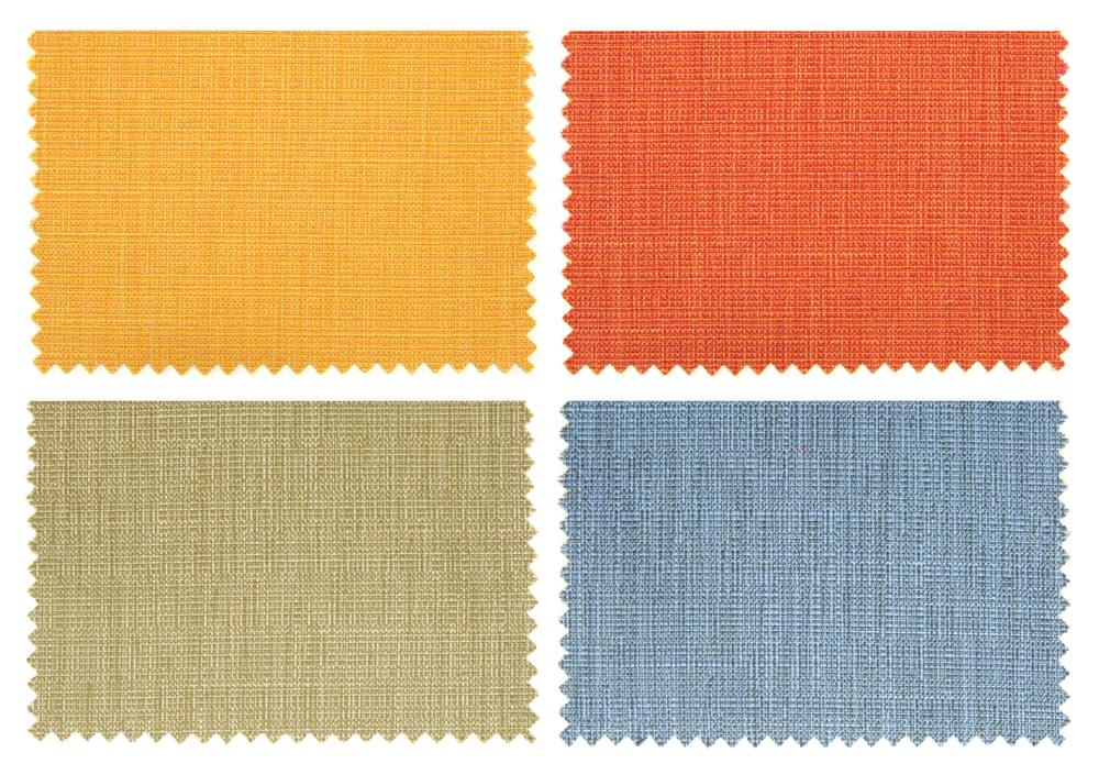 4色の布の端切れ