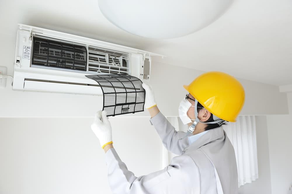エアコンを分解する専門業者