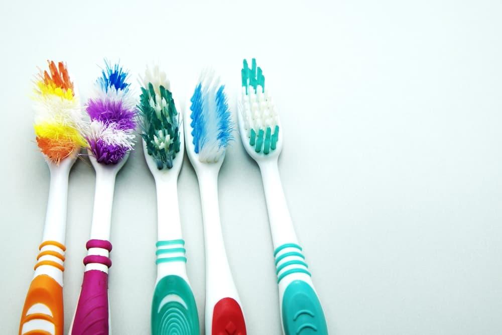 5本の歯ブラシのアップ