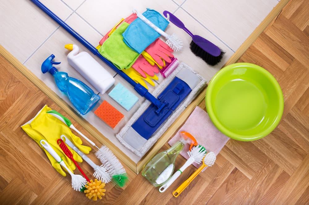 並べられた掃除道具
