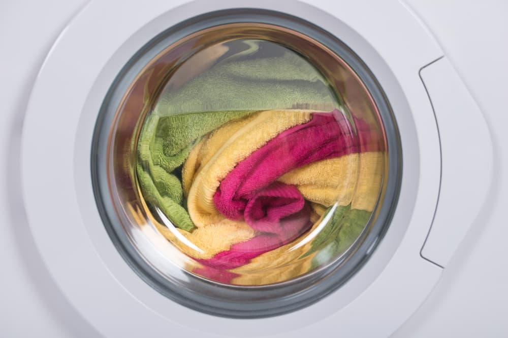 洗濯機に衣類が入っている