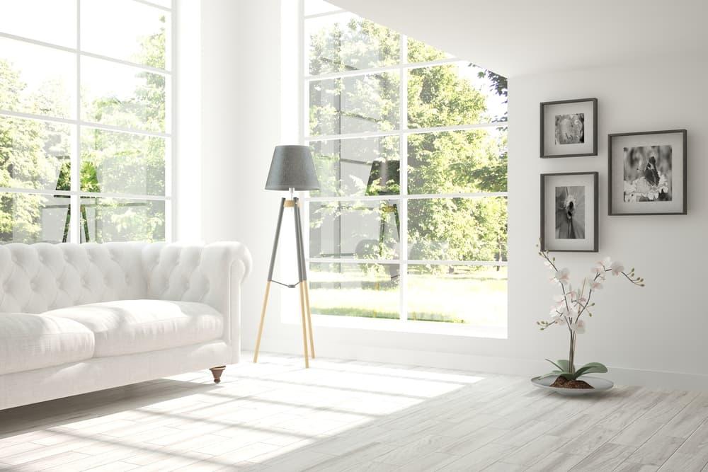 白を基調とした清潔感のある部屋