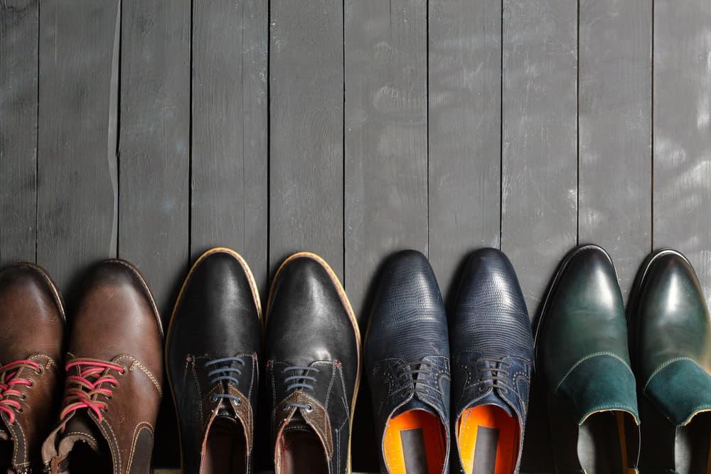 並べられた4色の革靴