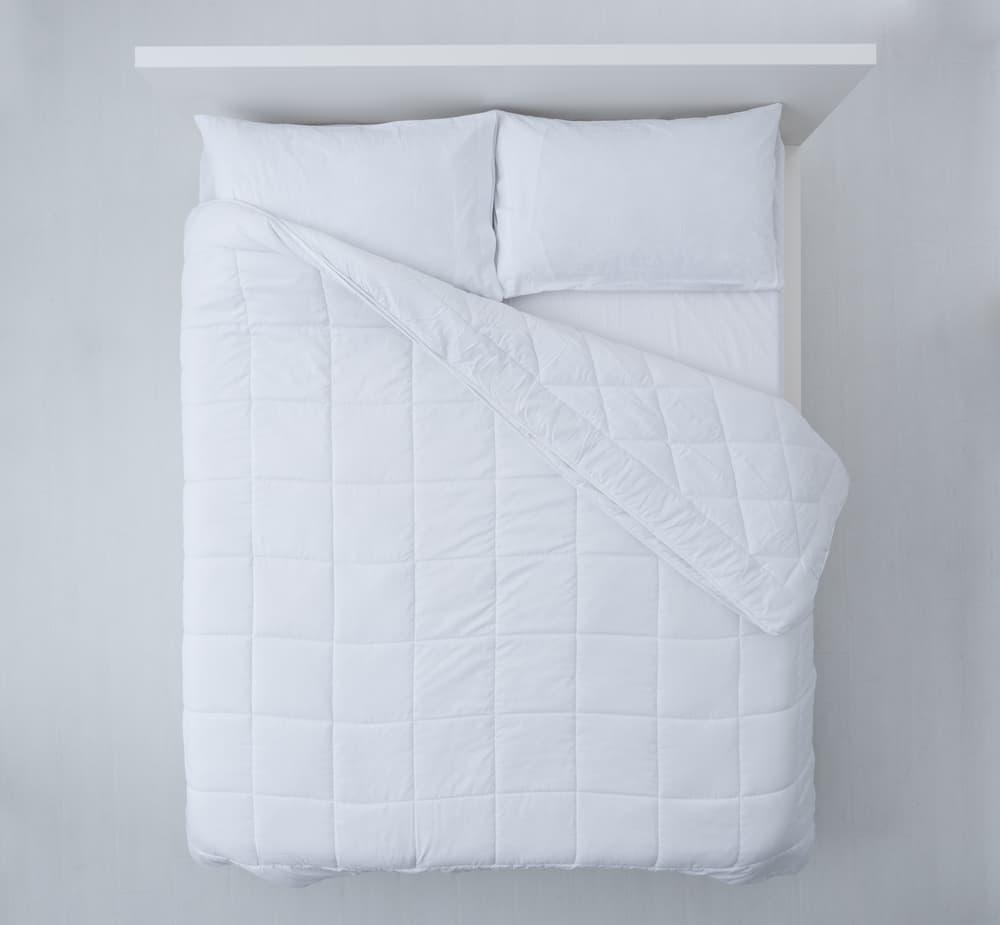 白いベッドに白い布団
