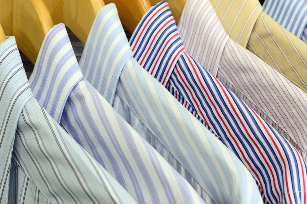 色物と柄物のワイシャツ