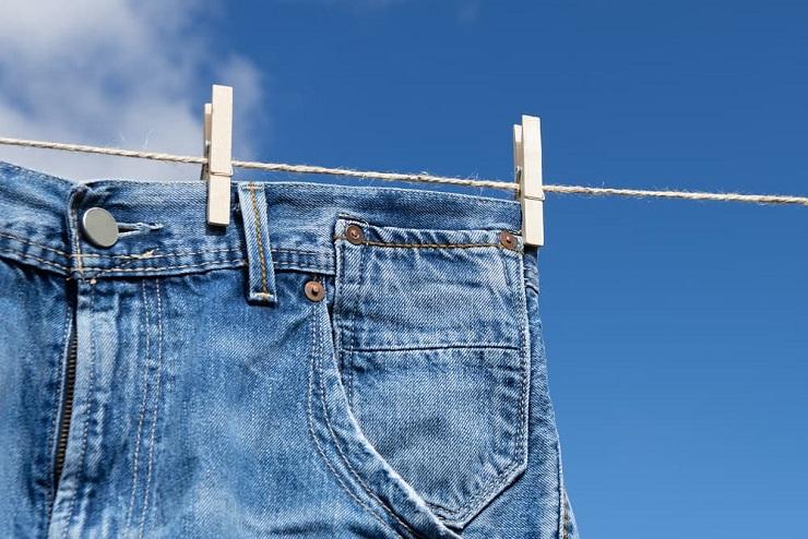 干したジーンズ