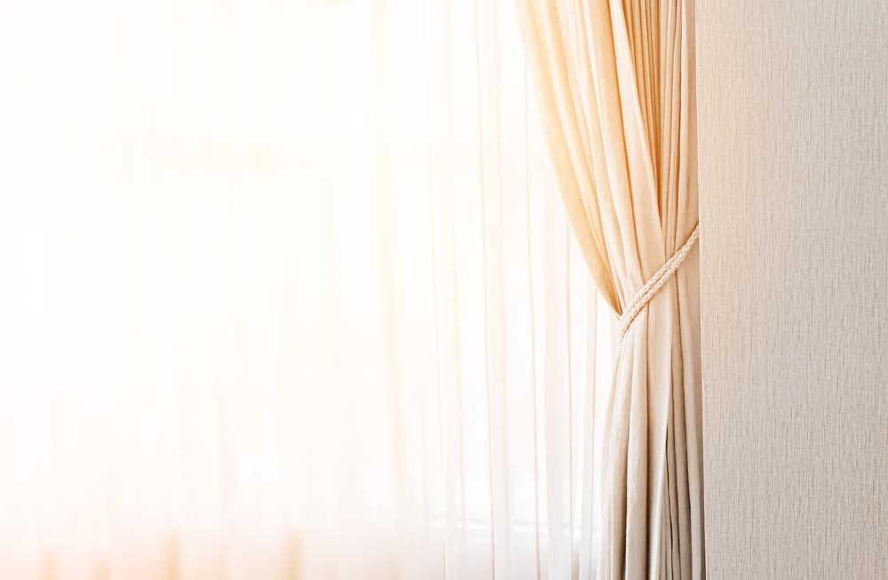カーテン の カビ を 落とす に は