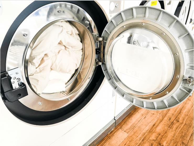コインランドリーで布団を洗濯する