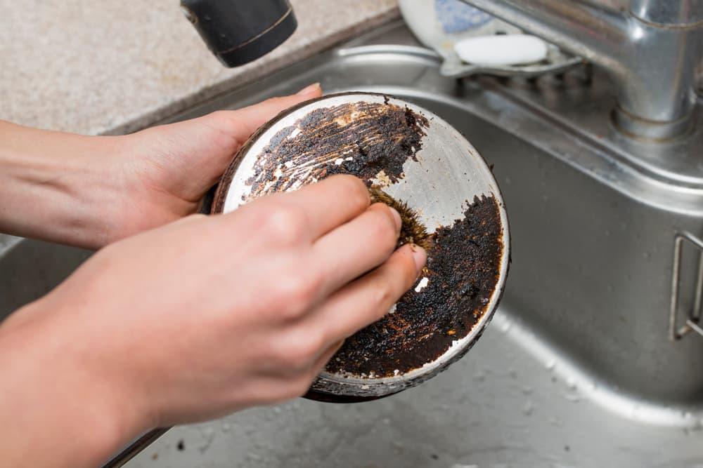 焦げ 方 の 鍋 の 取り