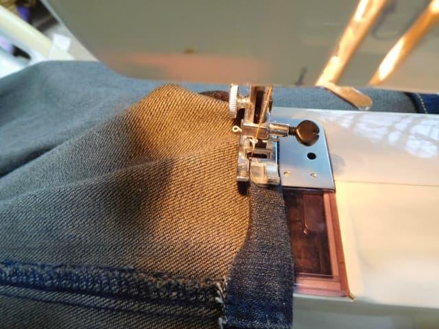裾 手縫い の ズボン 上げ